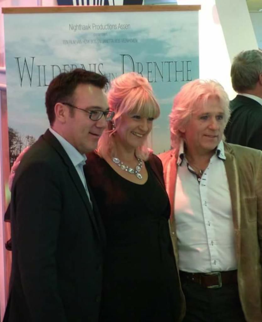 Henk en Janetta samen met Hilco Folkeringa, diricteur van De Nieuwe Kolk. Tevreden over de premièreavond...en de kaartverkoop...
